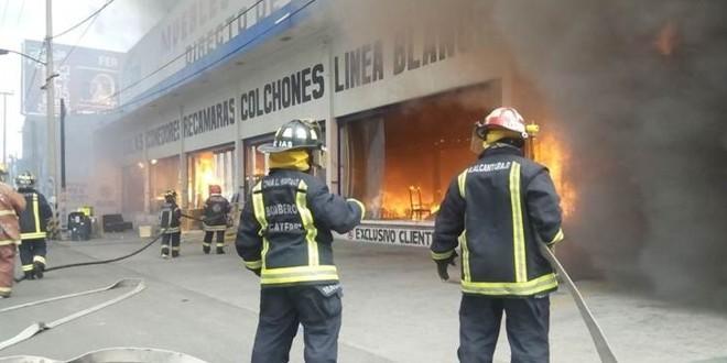 INCENDIO EN MUEBLERÍA SOBRE AV. TEXCOCO EN ECATEPEC